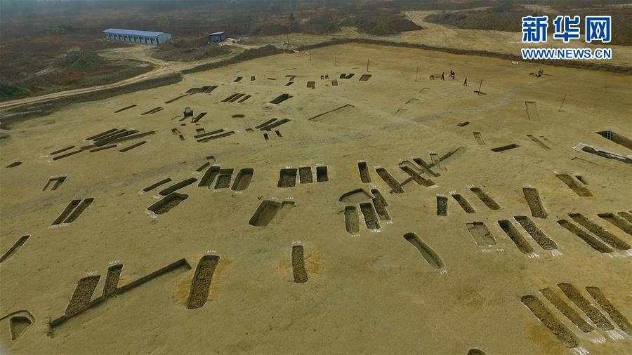 成都发现春秋战国大型船棺墓群 如地下青铜器宝库
